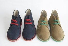 Desert suède laarzen met contrasterende veters, steken en zool