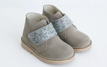 Desert suede boots with flowers printed velcro