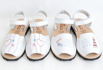 Borduurwerk Avarca sandal met klittenbandsluiting