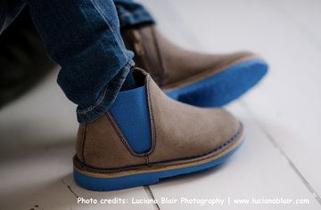 Chelsea suede boots with contrast elastic and sole