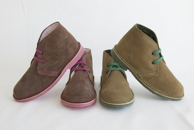 Fleece-lined Desert suede boots with contrast laces, stitches and sole