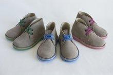 Kinderschoenen Desert Boots  suède laarzen met contrasterende veters, steken en zool